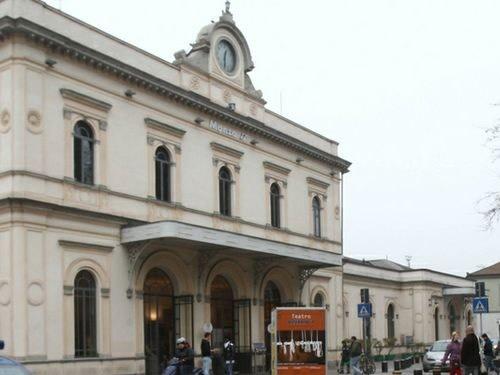 monza stazione treni foto